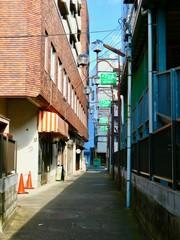裏通りとビル © sinren