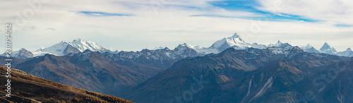 Foto Murales Panoramic view of the Swiss alps from the Daubenhorn mountain.