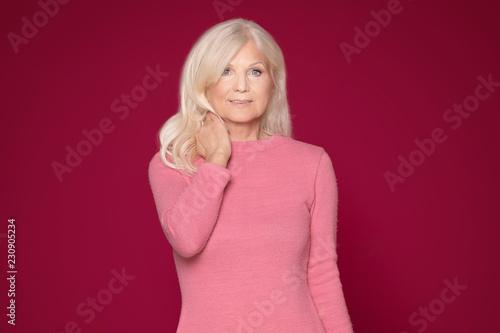 Portret piękna starsza kobieta.