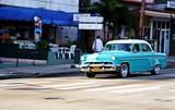 Taxi azul en la Habana. - 230944081