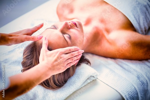Cropped hands of therapist performing reiki on woman © vectorfusionart