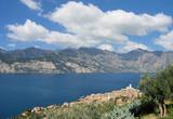 Blick auf den Urlaubsort Malcesine am Gardasee,Italien - 231017073