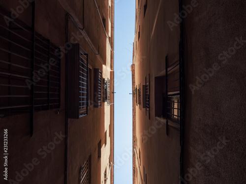 fototapeta na ścianę Narrow street, Barcelona