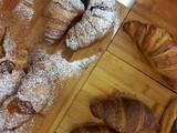 Croissant al bar - colazione e merenda - 231372848