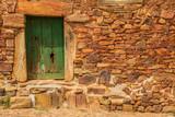 Puertas verdes de un pequeño pueblo de Leon ,España - 231478602