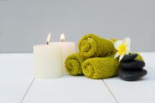 "Постер, картина, фотообои ""Beauty spa background with burning candles and black massage stones"""