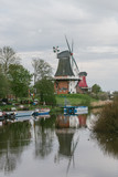 Windmühlen am Fluss II