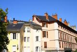immeubles anciens dans une rue de Chambéry - 231703035