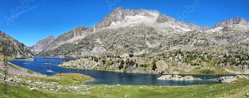 Foto Murales Lake Respomuso in Tena Valley in the Pyrenees, Huesca, Spain.