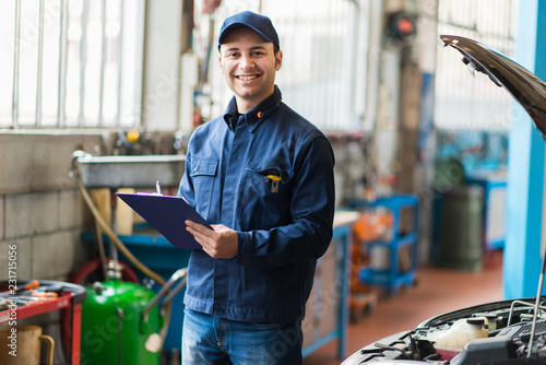Mechanic at work in his garage © Minerva Studio