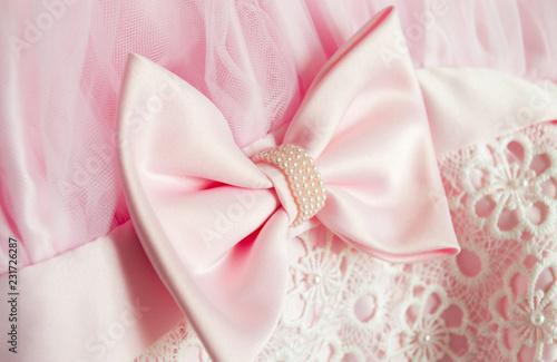 particolare di un abito per cerimonia
