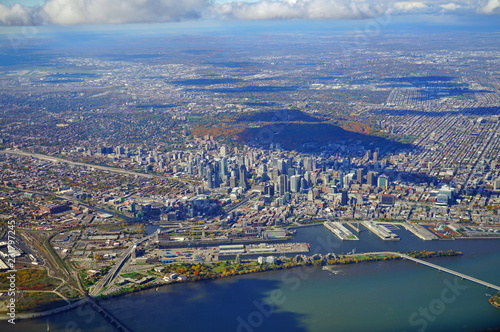 Poster Aerial view of Montreal and the Saint Laurent River, Canada, in the fall with autumn foliage