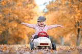 Freude im Herbst draussen - 231822654