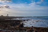 Le guéveur, la corne de brûme de l'ile de Sein l'hiver, marée basse, île de Sein, Bretagne © Boris