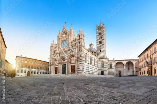 Leinwanddruck Bild Siena Cathedral (Duomo di Siena) on sunrise, Tuscany, Italy