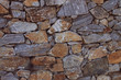 Leinwanddruck Bild - Weinvisionen, Detail einer Steinmauer, die die Weingärten begrenzt. Hintergrund