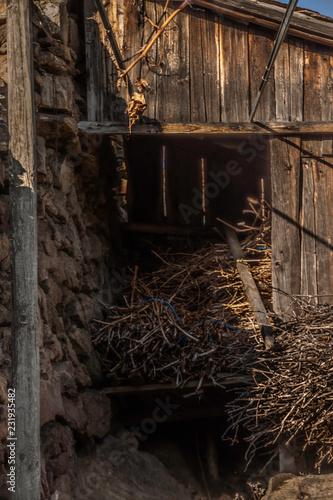 Leinwanddruck Bild Weinvisionen, verfallene Hauerhuette am Loibner Weinwanderweg
