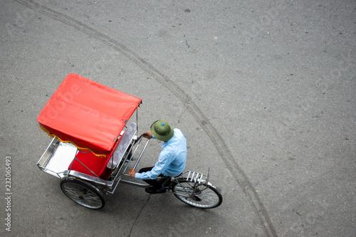 fototapeta na ścianę Cyclo or pedicab driver on Hanoi street