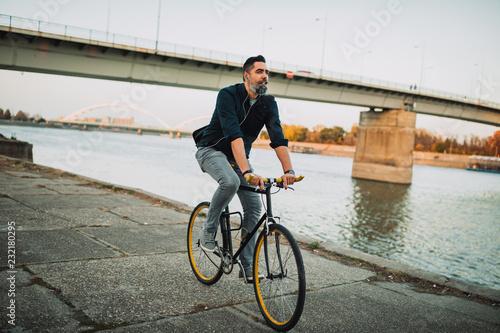 Leinwanddruck Bild Commuting the carbon-free way