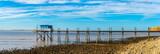 vue panoramique sur une cabane bleue au bout d'un ponton sur pilotis  - 232188856