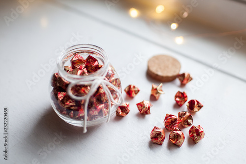Foto Murales Origami paper stars in Jars - Red and gold floral