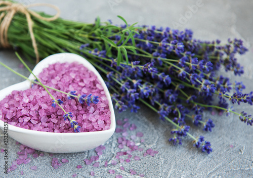 Heart-shaped bowl with sea salt and fresh lavender flowers - 232241253