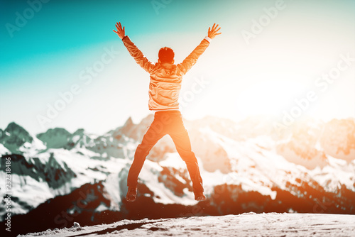 Foto Murales Hiker jumps with his hands up