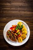 Grilled chicken fillet and vegetables - 232332820