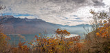 Panorama du lac d'Annecy depuis le Taillefer en automne © jasckal