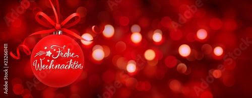 Weihnachtskugel mit Schleife und Bokeh Hintergrund rot - Frohe Weihnachten