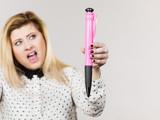 Woman holding big oversized pen - 232669288
