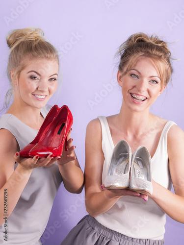 Foto Murales Women presenting high heels shoes