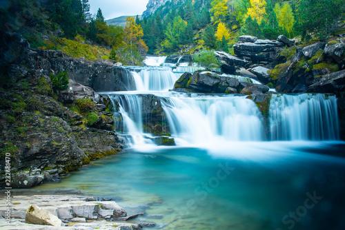Cascadas bonitas en Ordesa huesca en otoño