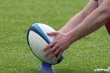 Ballon de rugby lors d'une pénalité - 232686253