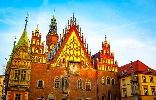 Stary Ratusz we Wrocławiu o wschodzie słońca