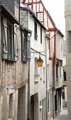 Ville de Chinon, ruelle du centre historique, maison à pans de bois, département d'Indre-et-Loire, France © Philippe Prudhomme