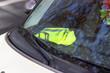 gilet jaune sur tableau de bord