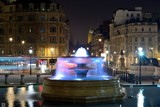 Night photo of the water fountain in Trafalgar square