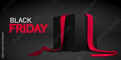 Czarny piątek banner. Realistyczny czarny pudełko z czerwonym faborkiem odizolowywającym na ciemnym tle. Wektor