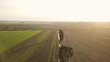 Vista aerea di un terreno verde al tramonto - 232963059