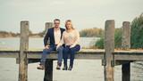 glückliches Paar im Herbst am See - 233008643