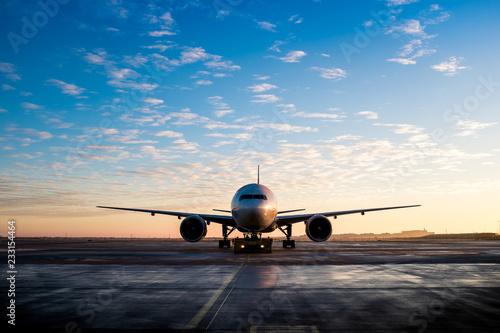 Großes Flugzeug Ansicht von vorne