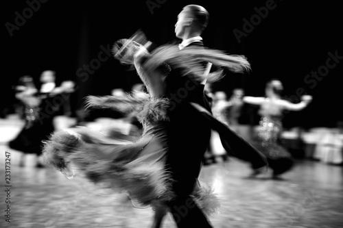fototapeta na ścianę ballroom dance couple dancers waltz blurred motion black-and-white