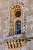 Fenster und Balkone in Valletta - 233182445