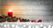 Leinwanddruck Bild - Hintergrund für Weihnachten oder Advent mit Holz, Kerze, Lichtern und Dekoration auf Schnee