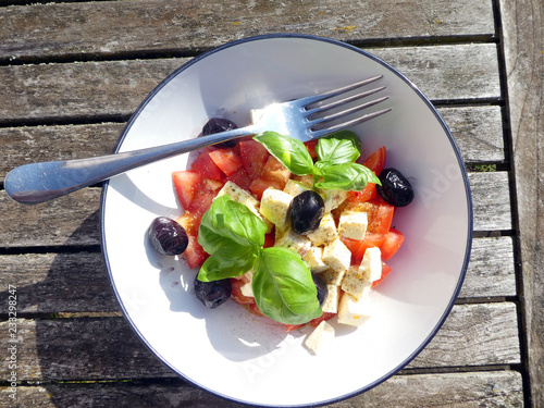 Tomaten Schafskäse Salat - 233298247
