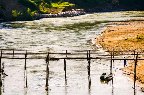 łódź na jeziorze, zdjęcie cyfrowe zdjęcie jako tło