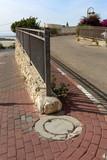 забор - ограждение в центре города      - 233507080