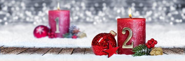 Zweiter Advent schnee panorama Kerze mit Zahl dekoriert weihnachten Aventszeit holz hintergrund lichter bokeh / second sunday advent © stockphoto-graf