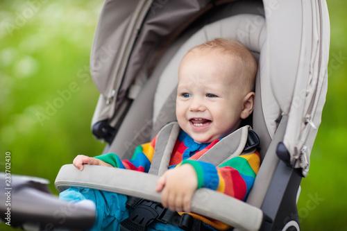 Leinwandbild Motiv Little baby in stroller